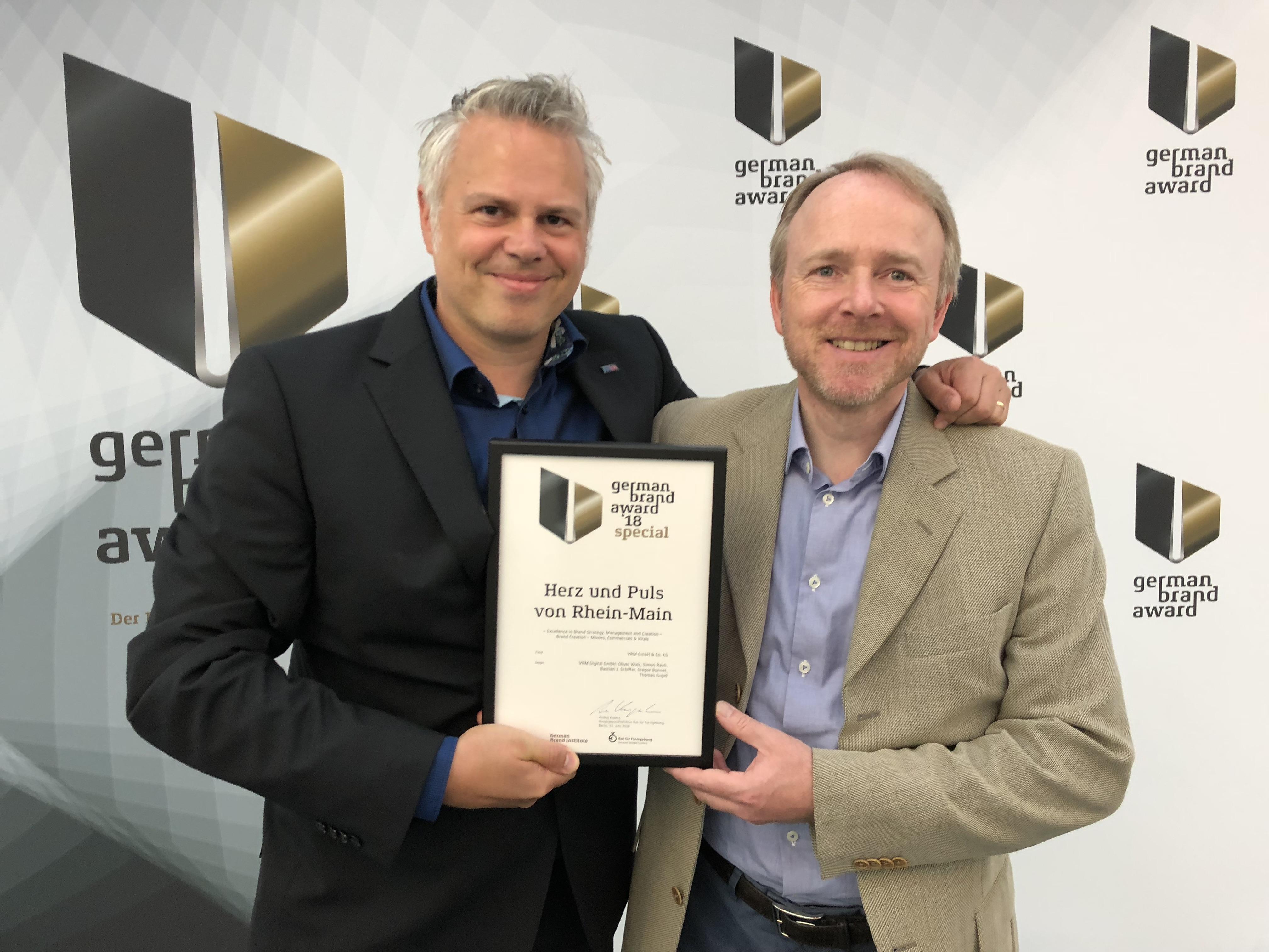 Erfolgreiches Team: Creatives Director Simon Rauh und Marketingleitung Michael Manns (v.l.) freuen sich über die Auszeichnung.